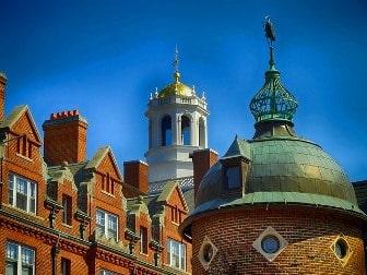 Harvard University (Universidad de Harvard)